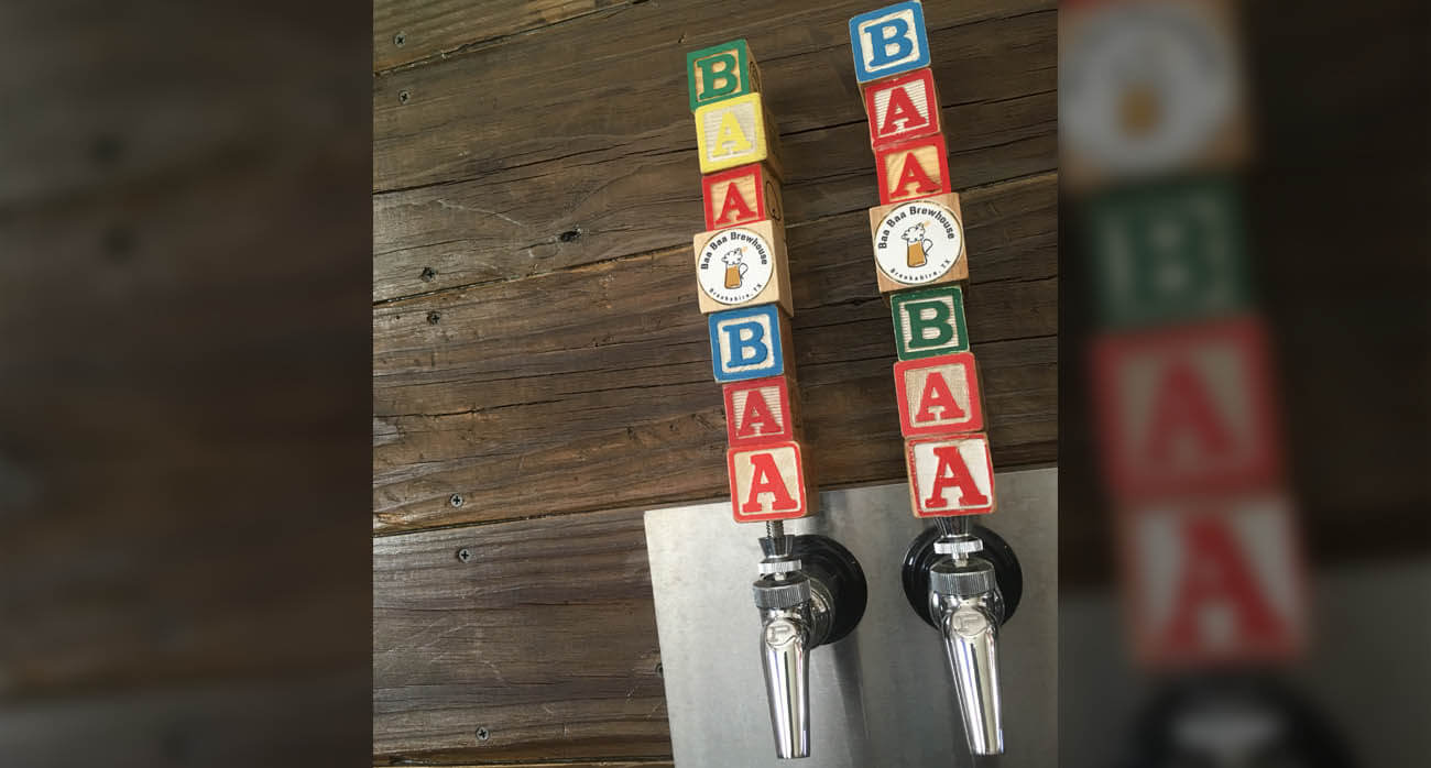 beer-chronicle-houston-craft-beer-review-featured-_0000_baa-baa-brewhouse-brookshire-tap-handles