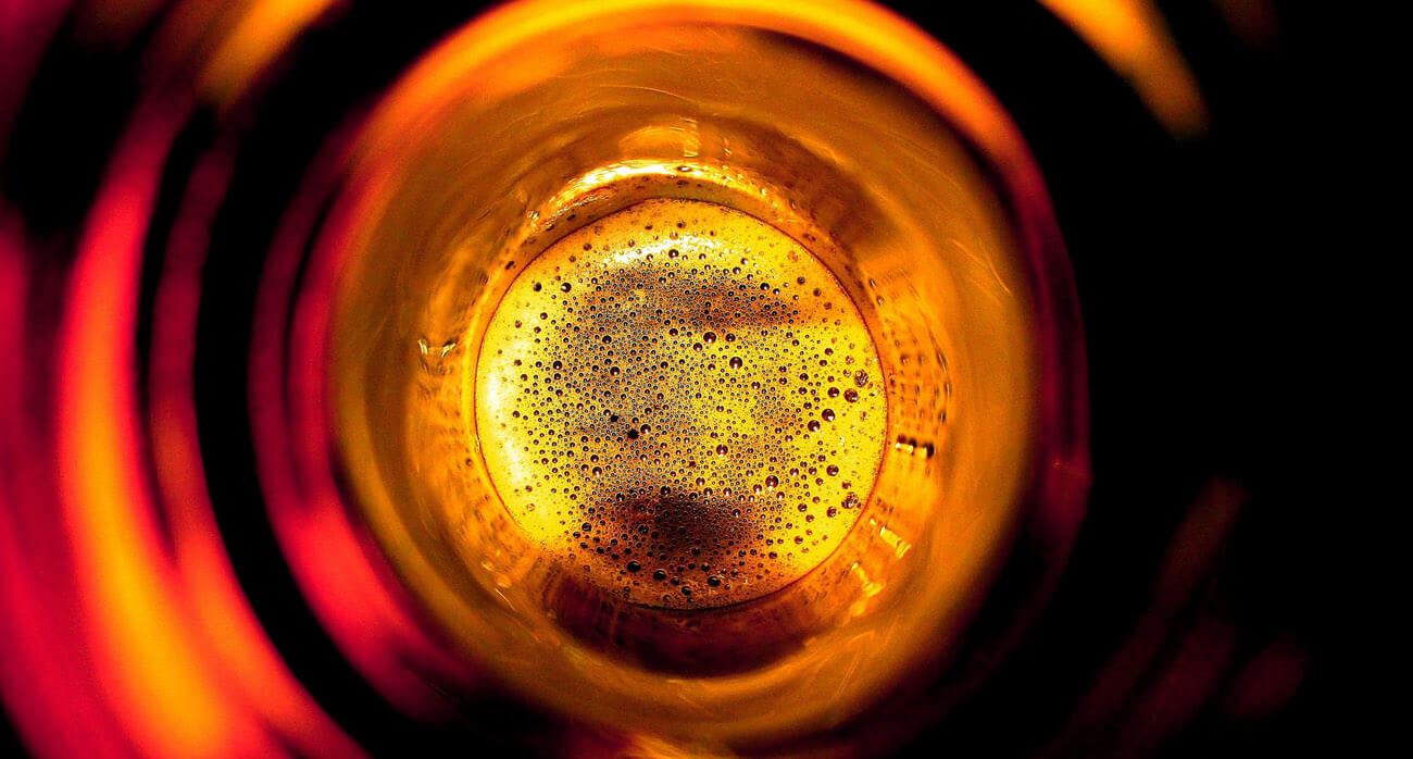 beer-chronicle-houston-craft-beer-review-what-is-skunked-beer-loking-down-into-brown-bottle-suds