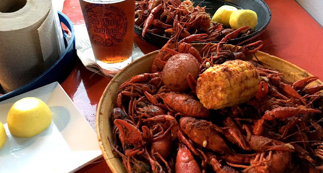 Beer-Chronicle-Houston-Beer-best-crawish-beer_0002_Crawfish-and-beer