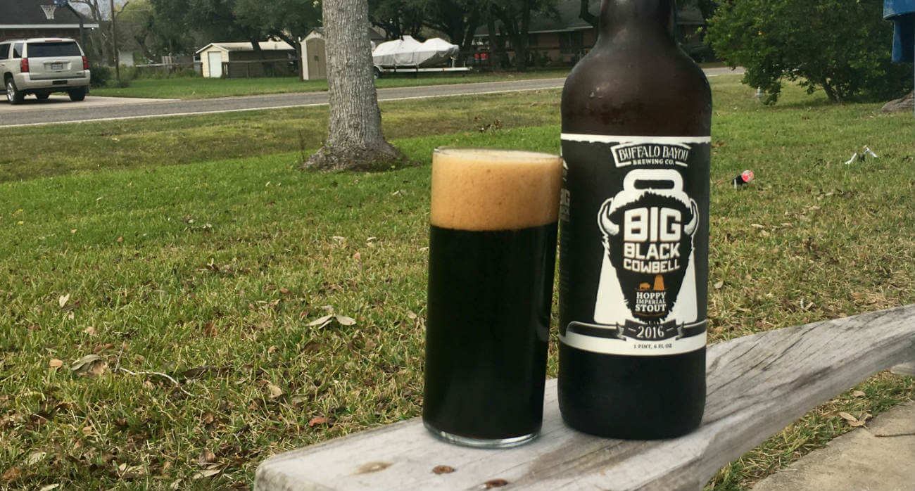 beer-chronicle-houston-craft-beer-review-buffalo-bayou-big-black-cowbell-full-glass-next-to-bomber-bottle