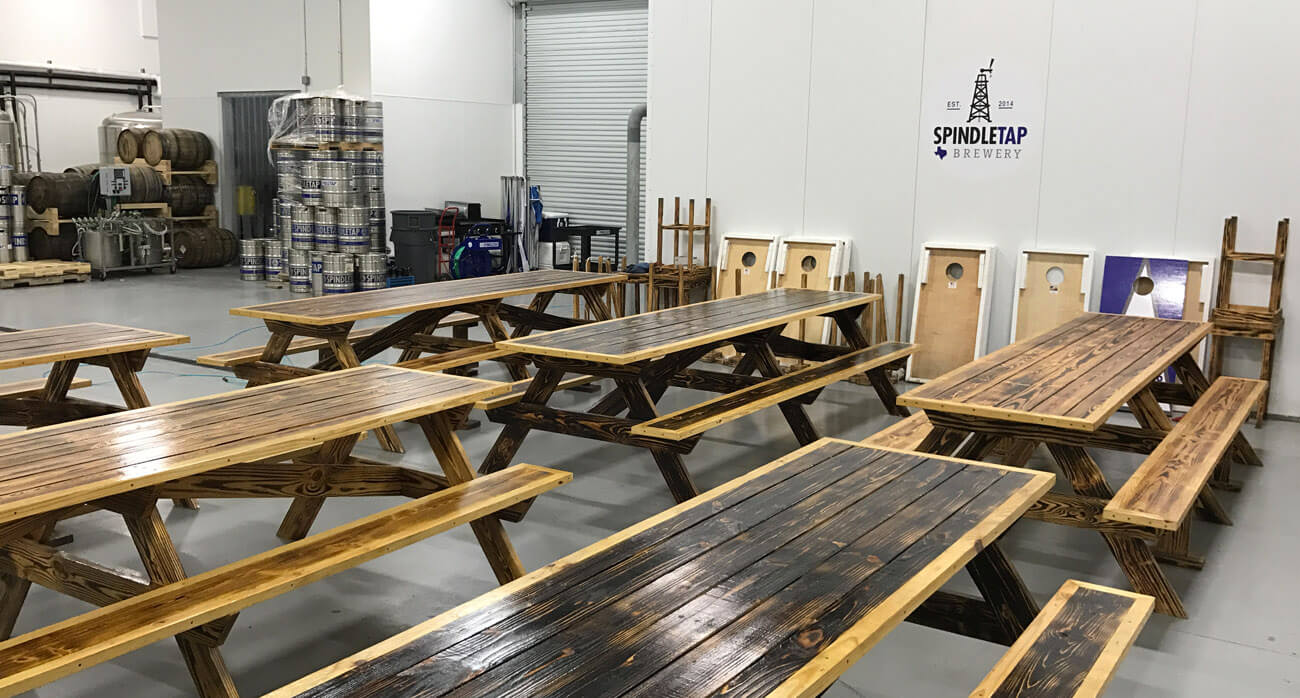 beer-chronicle-houston-craft-beer-review-spindletap-guide-picnic-tables