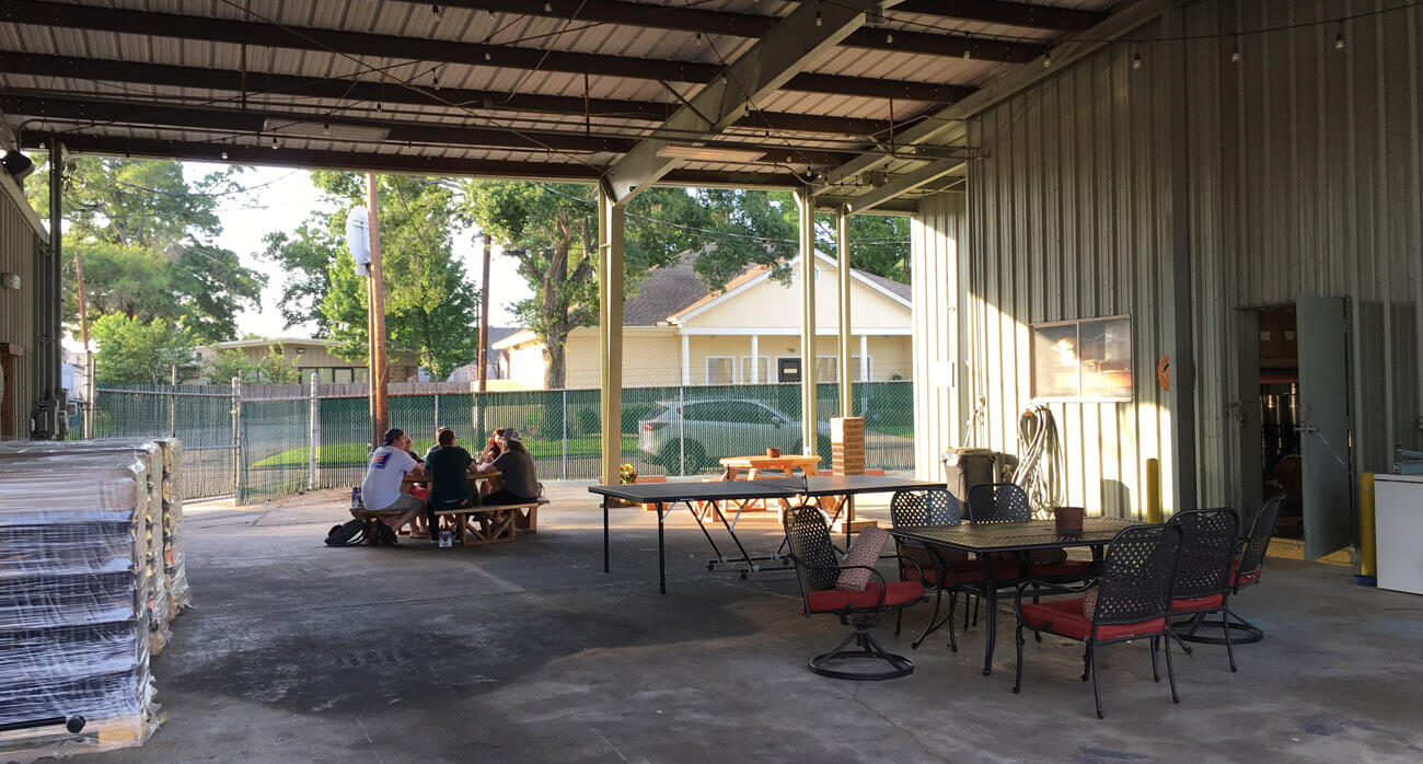 Beer-Chronicle-Houston-Craft-Beer-copperhead-brewery-conroe-patio