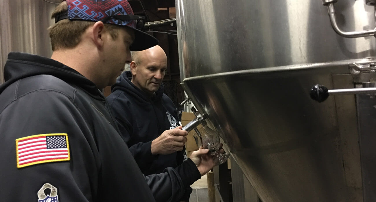 beer-chronicle-houston-craft-beer-cyclers-brewing-derailler_0002_scotch-porter-from-tank